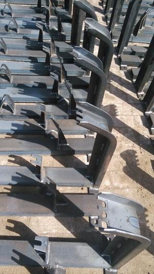 Belt conveyor idler roller frame